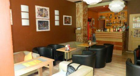 Kaviareň s barom na odstúpenie v Štúrove