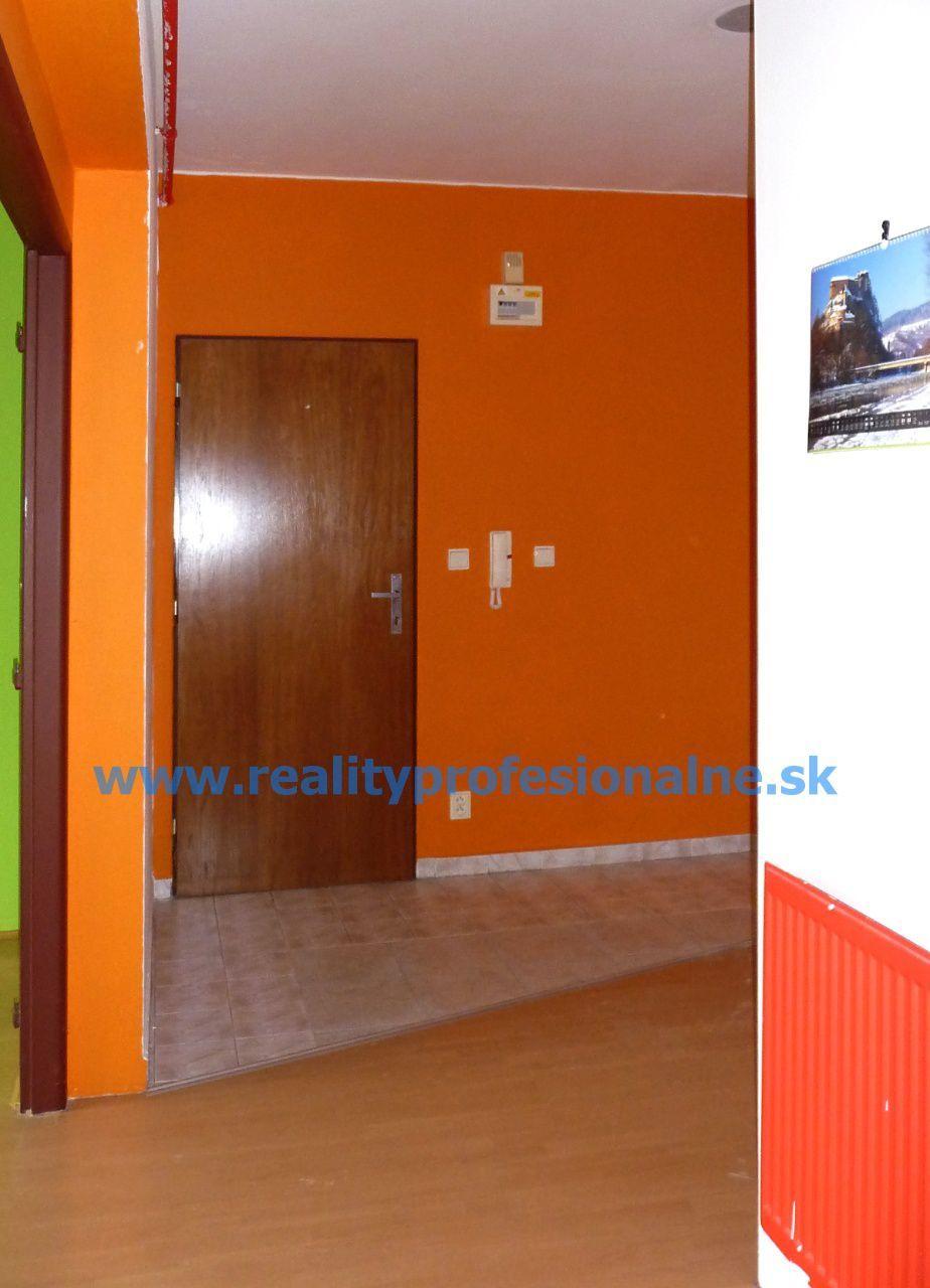 PREDANÉ ZA 3 MESIACE: 2 izbový byt v obci Zohor, predaj slnečného bytu pre váš nový domov