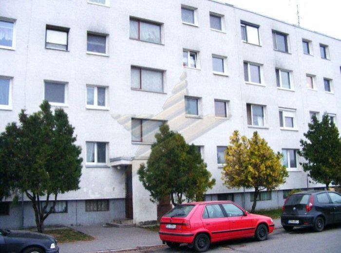 PREDANÉ - JÚLIUSA LÖRINCZA, 3-i byt, 72 m2 - s veľkou loggiou a pivnicou, čiast. zrekonštruovaný, V ZATEPLENOM BYTOVOM DOME