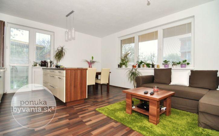 PREDANÉ - HLBINNÁ, 2-i byt, 92 m2 – novostavba, BYT S PREDZÁHRADKOU, vlastná kotolňa, NOVÉ ZARIADENIE bytu a PARKOVACIE MIESTO v cene
