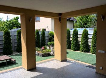 Reality Štefanec /ID-9499/ Čierna Voda , pri priehrade, nový luxusný 2 iz., RD s veľkou terasou, pri vode na predaj, pozemok 556 m2, úžitková plocha 120 m2. Cena: 99.000,-€ DOHODA MOŽNÁ !!!