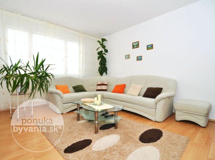 PREDANÉ - BULÍKOVA, 3-i byt, 73 m2 – čiastočná rekonštrukcia, ZAČIATOK PETRŽALKY, osemposchodová zateplená bytovka, MALÝ POČET SUSEDOV