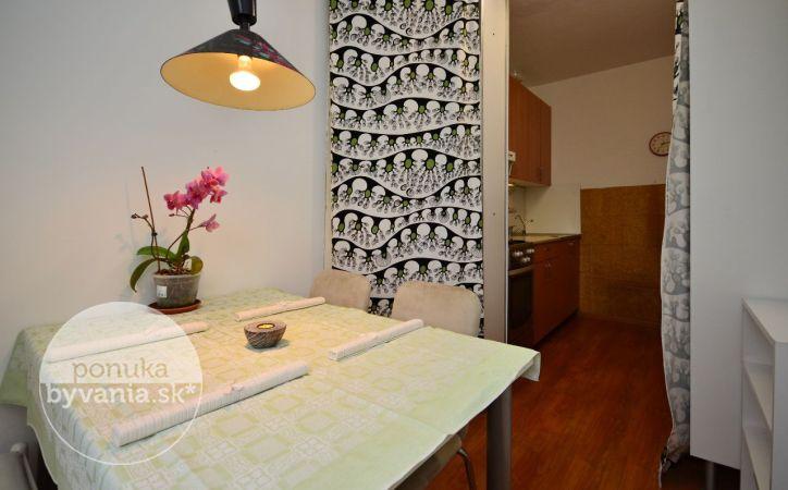 PREDANÉ - MLYNAROVIČOVA, 3-i byt, 78 m2 – čiastočne zrekonštruovaný byt s LOGGIOU, v ZATEPLENOM bytovom dome, ZAČIATOK PETRŽALKY