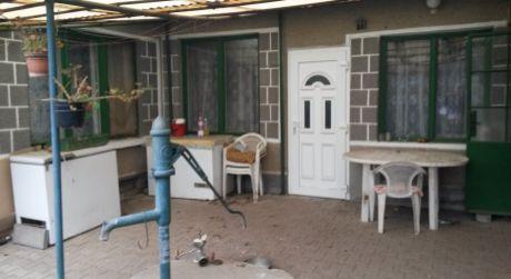 Predáme 4-izbový tehlový rodinný dom v obci Ľubá.