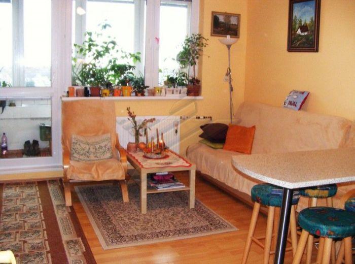 PREDANÉ - JÁNA JONÁŠA, 3-i byt, 71 m2 - s 2 zasklenými loggiami a pivnicou, krásny výhľad, PO KOMPLETNEJ REKONŠTRUKCII