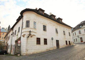 Уникальная возможность инвестиции - историческое здание отеля в центре старинного города в Словакии (Банска Штьявница - Словакия)
