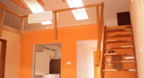 Na prenájom zaujímavý 2 izbový mezonet v Sv. Juri