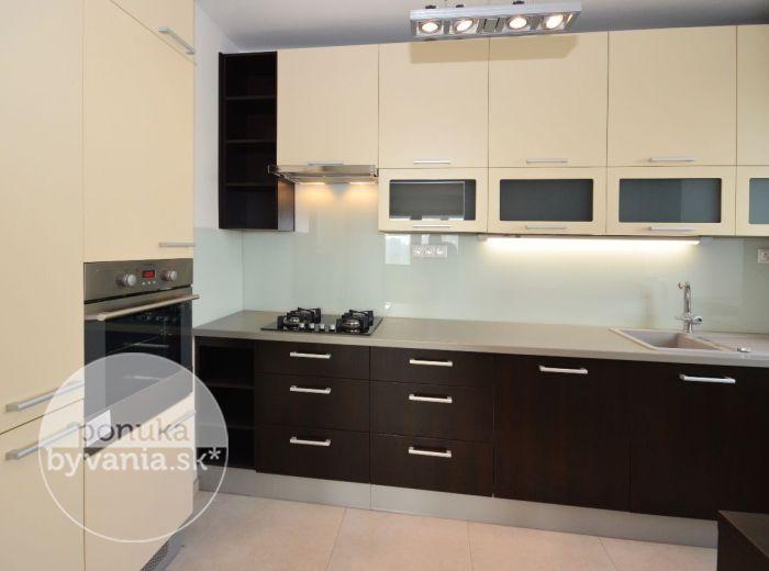 PREDANÉ - PREŠOVSKÁ, 3-i byt, 105 m2 - zrekonštruovaný PRIESTRANNÝ byt, zasklená LOGGIA vo veľkosti izby, pri ŠTRKOVECKOM JAZERE