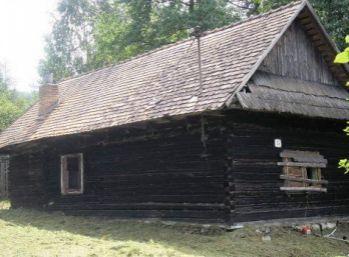 Velky pozemok s drevenicou