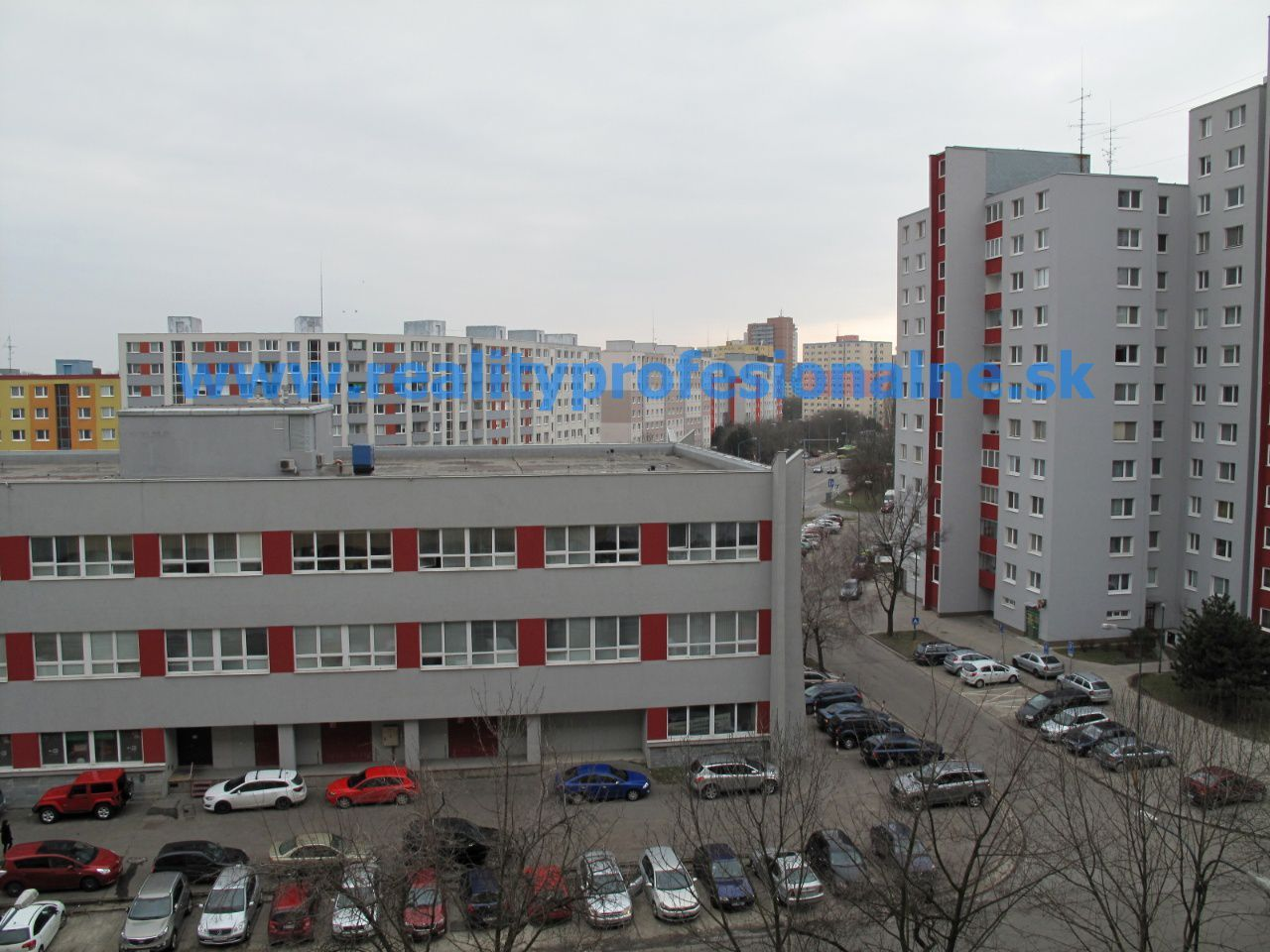PREDANÉ ZA 1/2 DŇA: Ideálne bývanie pre mladších i starších? Garsónka v Bratislave - Petržalke vyhovie obom generáciám
