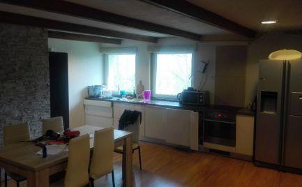 Predám veľkometrážny 2 izbový byt v parku v Nitre.