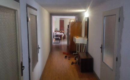 Predám 3 izbový byt veľkometrážny byt v parku v Nitre.