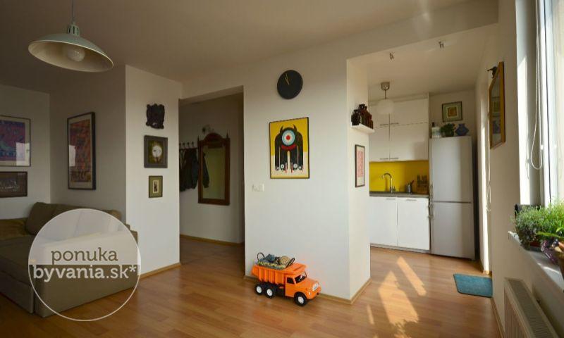 ponukabyvania.sk_Kadnárova_3-izbový-byt_archív