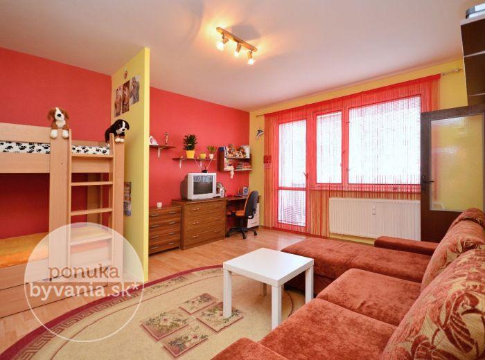 PREDANÉ - BUČINOVÁ, 1-i byt, 46 m2 - PRIESTRANNÝ byt s loggiou, veľká kuchyňa, v ZATEPLENOM bytovom dome
