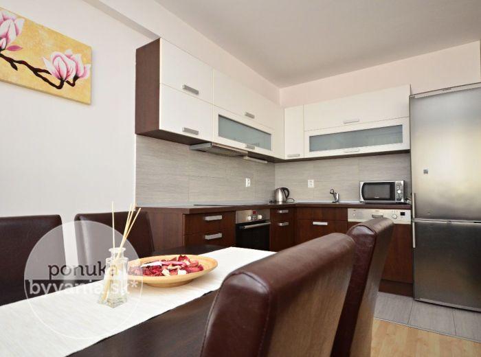 PREDANÉ - GEOLOGICKÁ, 2-i byt, 66 m2 - moderný TEHLOVÝ byt s balkónom, NOVOSTAVBA, veľká kúpeľňa, BEZ ĎALŠÍCH INVESTÍCIÍ