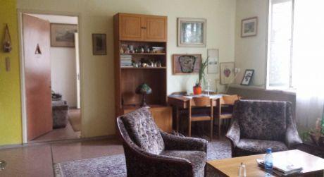Vhodné aj na podnikanie - 4 izbový byt s vlastným kúrením a pozemkom 1,5 á v historickom centre mesta Komárno