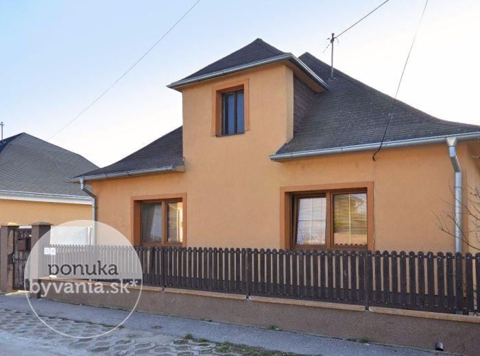 PREDANÉ - DUNAJSKÁ LUŽNÁ, 3-i dom, 105,5 m2 - rodinný dom po čiastočnej rekonštrukcii, pozemok 556 m2, možnosť zobytnenia PODKROVIA, pivnica