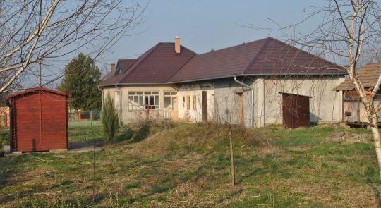 Na predaj rodinný dom Malé Ludince s veľkou záhradou...