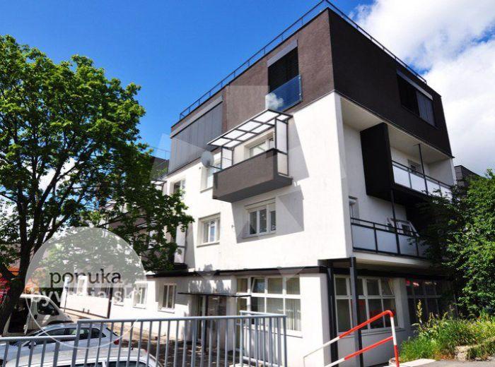 PREDANÉ - JESÉNIOVA, 2-i byt, 58 m2 – tehlový byt, BÝVANIE na KOLIBE s DOTYKOM PRÍRODY rovno za oknami, drevené parkety, VLASTNÁ KOTOLŇA