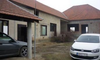 Rodinný dom - NOVOSTAVBA v obci Marcelová - vhodná na bývanie + podnikanie !!!