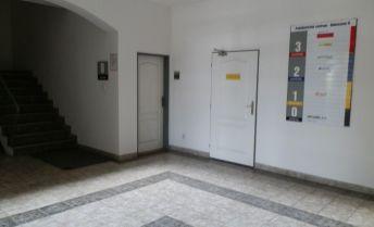 Prenájom kancelárie v centre mesta B.Bystrica na Bakossovej ulici o rozlohe 20 m2