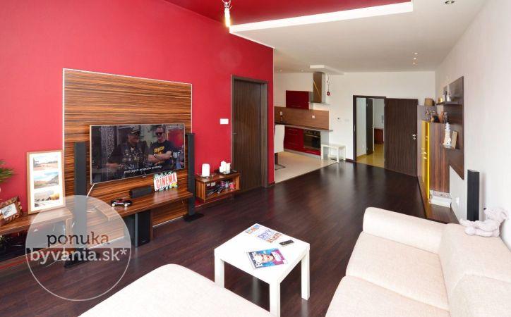 PREDANÉ - KRESÁNKOVA, 2-i byt, 94 m2 - priestranný slnečný TEHLOVÝ byt v modernej NOVOSTAVBE, kompletne zariadený, veľká LOGGIA s výhľadom