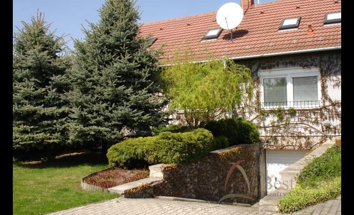 Best Real - Priestranný rodinný dom v príjemnom prostredí, s veľkým pozemkom