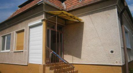 Rodinný dom na predaj v obci Dvory nad Žitavou cena dohodou.