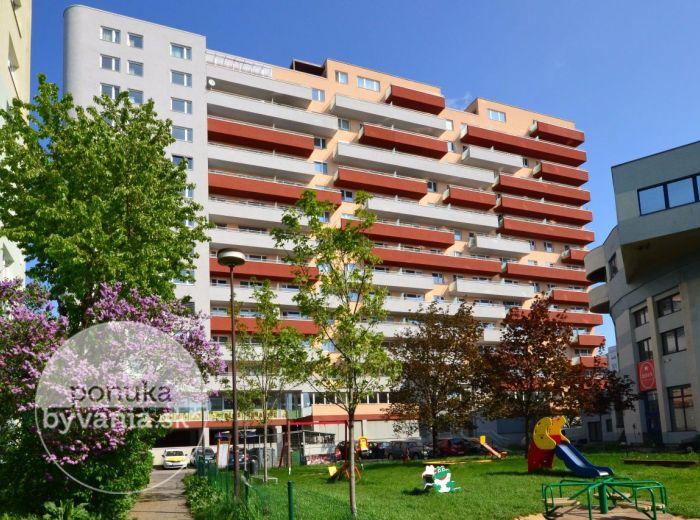 PREDANÉ - MARTINČEKOVA, 2-i byt, 70 m2 - moderný TEHLOVÝ byt s priestranným balkónom v NOVOSTAVBE, kryté PARKOVACIE státie, obľúbená lokalita