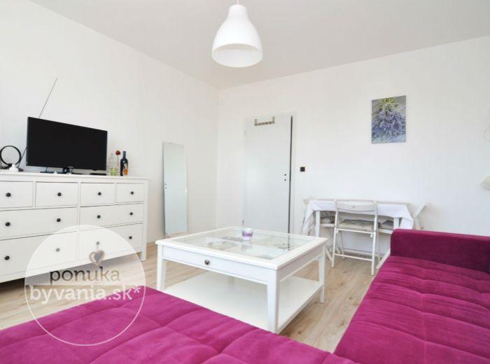 PREDANÉ - STAVBÁRSKA, 3-i byt, 65 m2 - pri pešej zóne na Poľnohospodárskej, ZATEPLENÝ BYTOVÝ DOM, pekný výhľad