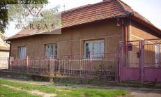 Dávame do pozornosti veľký sedliacky rodinný dom v obci ŠARKAN