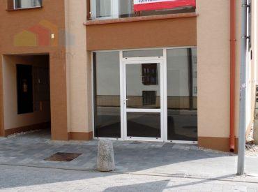 ** NA PRENÁJOM ** obchodný priestor 42 m2 + 15 m2 - Nové Mesto nad Váhom - Námestie Slobody