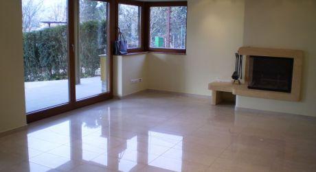 Prenájom 2 izbového bytu so sam. vchodom v rodinnom dome na ulici Segnare v Lamači