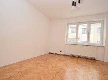 3.izb. byt, vlastné kúrenie, garážové státie, 2x pivnica,  zrekonštruovaný  -  Piešťany