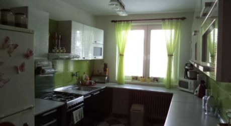 REZERVOVANÝ!!Na predaj pekný 5-izb RD v obci Komjatice..ODPORÚČAM!!
