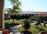 Predaj  zabehnutého penziónu spolu s rodinným domom v širšom centre Stupavy.