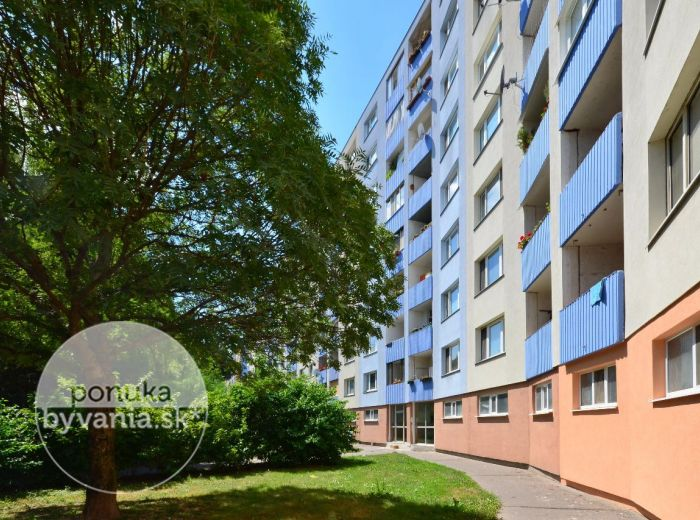 PREDANÉ - ŠEVČENKOVA, 3-i byt, 73 m2 -  čiastočne zrekonštruovaný byt s LOGGIOU, zeleň pod oknami, ZATEPLENÝ bytový dom, výborná dispozícia