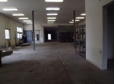 MAXFIN REAL-ponúkame na predaj výrobnú halu s obchodnými priestormi!