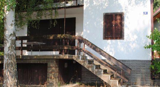 Na predaj poschodová chata v Kováčove pri Štúrove!