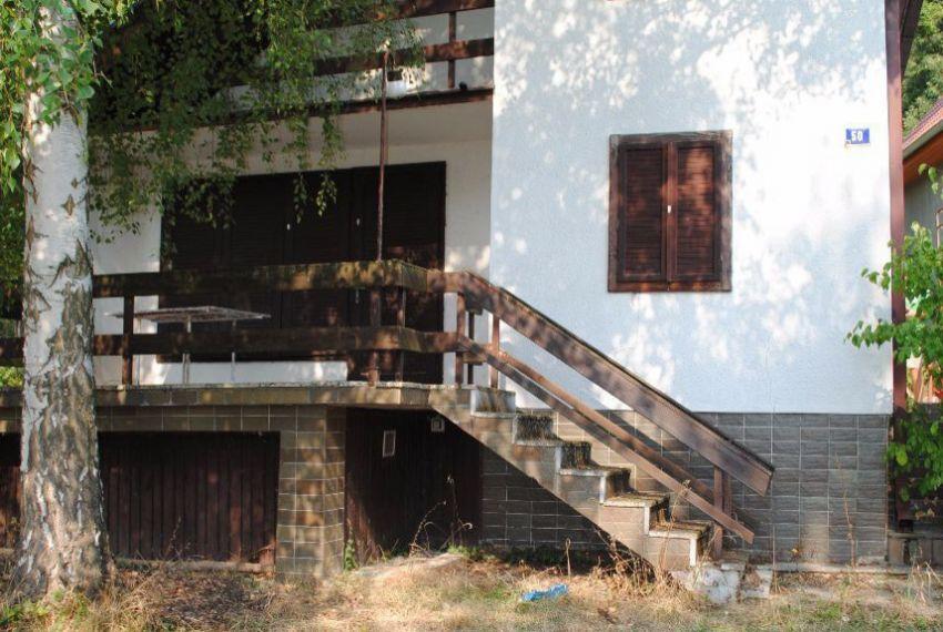Na predaj poschodová chata v Kováčove pri Štúrove!  fe9ad1bb001