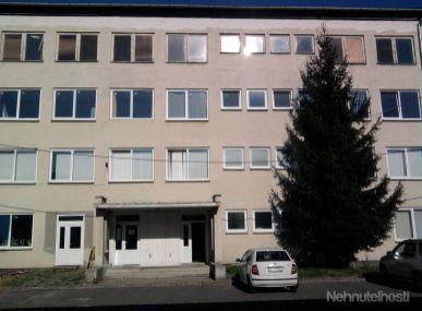 MAXFIN REAL- ponúkame  na predaj administratívnu budovu v Žarnovici..