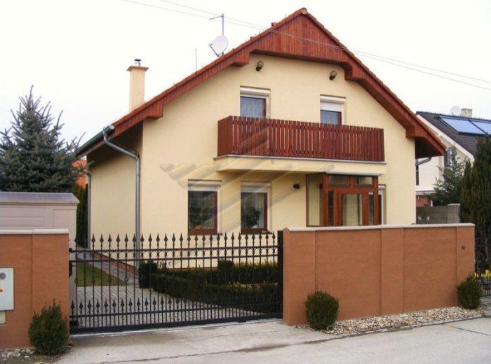 PREDANÉ - IGNÁCA GEŠAJA - ZÁLESIE, 5-i dom, 147 m2 - novostavba s krbom, balkónom a zimnou záhradou, slnečný 5,5 á pozemok s TERASOU A ALTÁNKOM