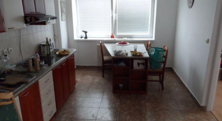 Prenájom 4 izbového bytu v Trenčianských Tepliciach.