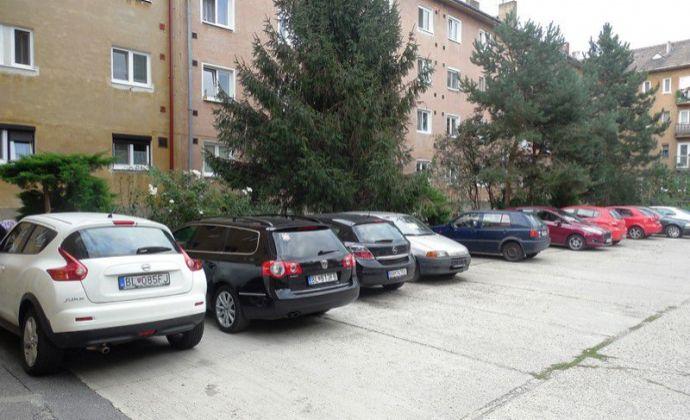 Komletne zrekonštruovaný 3izb. byt, 78,43 m2 s loggiou a garážou na prenájom v Ružinove, Turčianska ul., BA II.