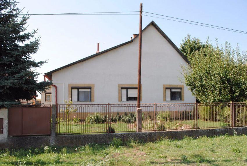 Predaj Rodinné domy Pohronský Ruskov-2