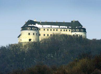 Stavebný pozemok pod hradom Červený Kameň o rozlohe 1 230 m2.