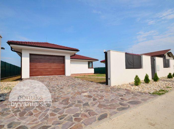 PREDANÉ - MILOSLAVOV, 4-i dom, 149 m2 - štýlová NOVOSTAVBA, samostatný RD - bungalov, moderný a ELEGANTNÝ, pozemok 650 m2, terasa