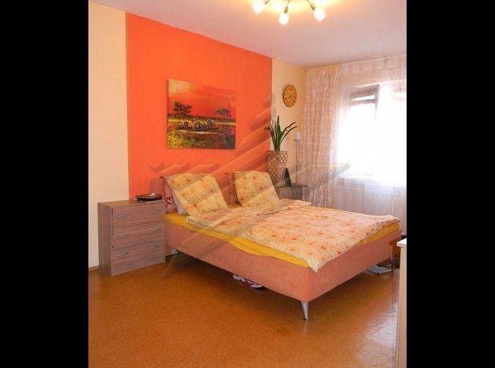 PREDANÉ - DOBŠINSKÉHO, 4-i byt, 99 m2 – priestranný tehlový byt, ZREKONŠTRUOVANÝ, dobrá dispozícia, NAJLEPŠIA CENA ZA m2 V OKOLÍ