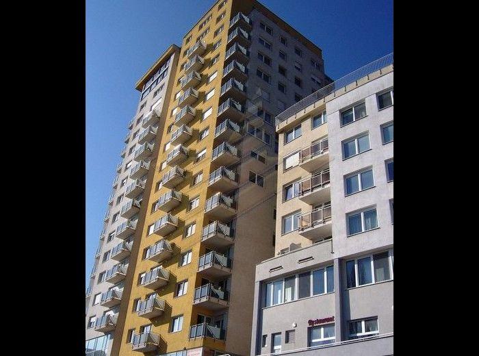 PREDANÉ - NÁM. SV. FRANTIŠKA, 3-i byt, 110 m2 s pivnicou, terasou, garážou a s nádherným výhľadom na Líščie údolie, NOVOSTAVBA