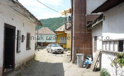 Ponúkame na predaj dva domy na jednom pozemku v Plešivci